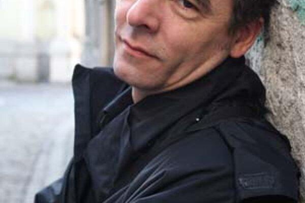 Peter Gábor (1963), režisér a herec, syn Adely Gáborovej a Jozefa Doda Šošoku, sa narodil v Nitre. Vyštudoval slovenčinu a hudobnú výchovu na Pedagogickom inštitúte v Nitre, potom divadelnú réžiu na DAMU v Prahe. Pôsobil v Slovenskom komornom divadle v Ma