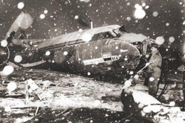 Trosky havarovaného lietadla, v ktorom 6. februára 1958 zahynuli v Mníchove ôsmi hráči Manchestru United.