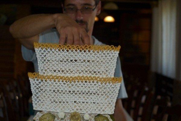 Majster skalickej vysokej torty Jozef Hránek má zlatú trpezlivosť.
