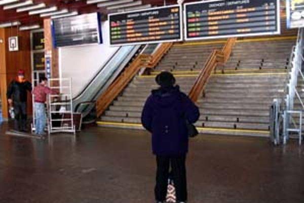 Na železničnej stanici Poprad–Tatry sú len svetelné informačné tabule informujúce o príchodoch a odchodoch vlakov.