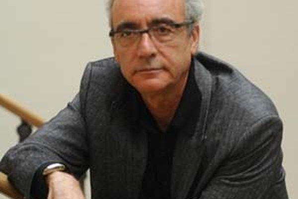 Juan José Millás (1946, Valencia) získal už za svoj literárny debut Cerbero son las sombras (1975) ocenenie v podobe Premio Sésamo, za medzičasom bohaté dielo si vyslúžil aj ďalšie ocenenia. Najnovšie sa stal laureátom jednej z najprestížnejších literárny