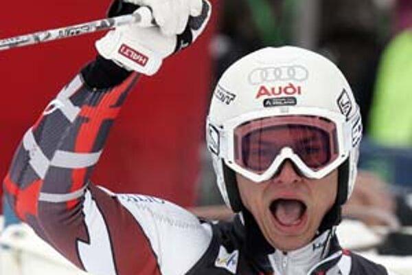 Fín Marcus Sandell sa teší po 11. mieste v obr. slalome Svetového pohára v decembri 2007 v Bad Kleinkirchheime.