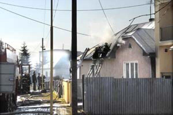 Hasiči bojovali s ohňom v Bočiari takmer tri hodiny.