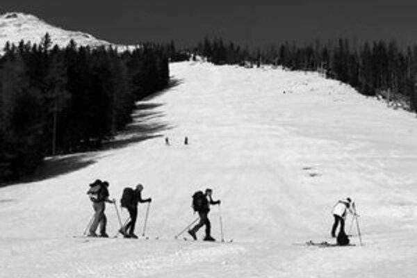 Nedostatok prírodného snehu neumožnil prevádzkovať zjazdovky v nižších polohách Vysokých Tatier.