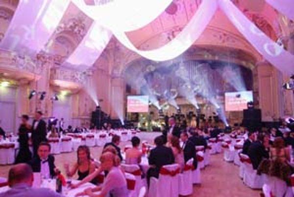 Dobré jedlo, víno a skvelá zábava ani tento rok na plese SME nechýbali.