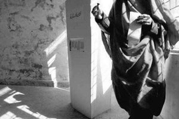 V niektorých častiach Pakistanu zakázali radikáli ženám voliť,