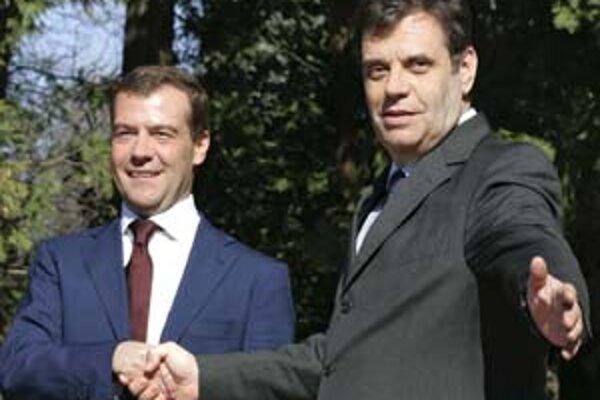 Ruský vicepremiér Medvedev (vľavo) a srbský premiér Koštunica: spolu proti Kosovu.