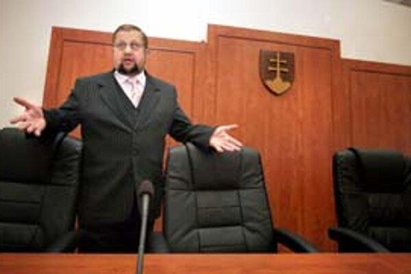 Minister spravodlivosti mal s vyplácaním dlho odopieraných 14. platov dosť naponáhlo.