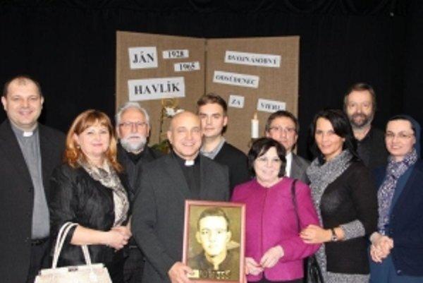 Dubovčania v Bratislave pri príležitosti otvorenia putovnej životopisnej výstavy o Jankovi Havlíkovi.