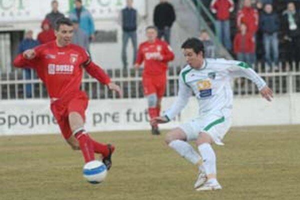 Zľava: Oskár Lancz a Petr Kobylík v zápase prvej ligy 1. FC Tatran Prešov - Slovan Duslo Šaľa.
