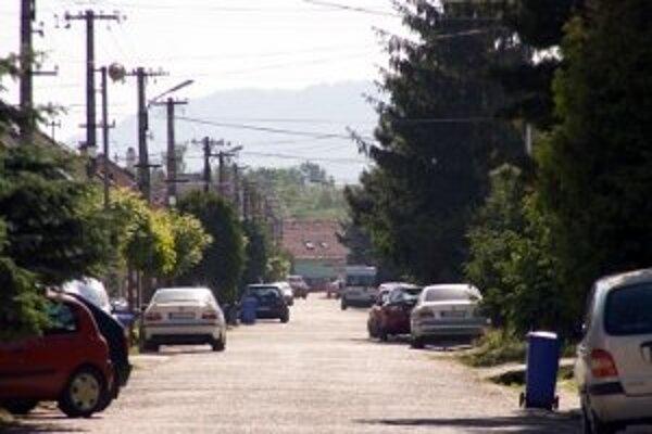 Od vzniku projekt odkanalizovania vyrástli na niektorých uliciach nové domy, ktoré v projekte nie sú zahrnuté. Mesto hľadá riešenie.