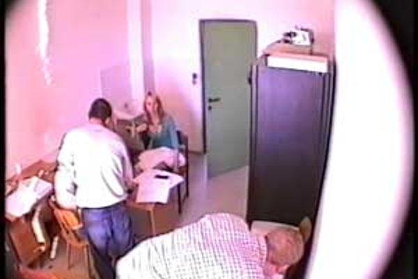 Policajný záznam z kamery, o ktorej Malinová tvrdí, že ju nevidela.