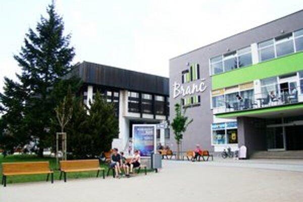 O predaji bývalého hotela Branč rozhodli trnavskí krajskí poslanci ešte pred štyrmi rokmi. Teraz je z neho obchodné centrum.