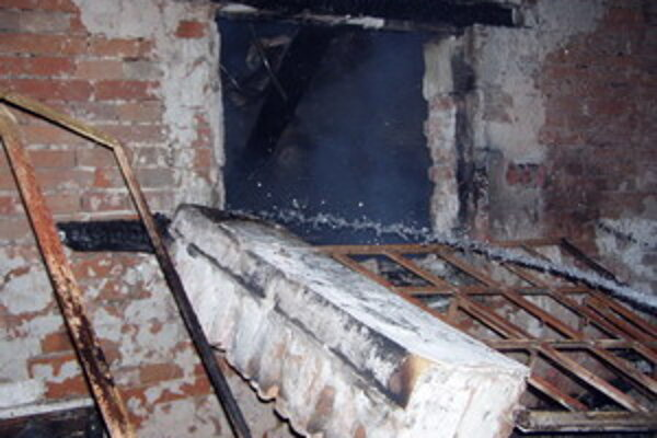 Chatu zdemoloval výbuch plynovej fľaše a následný požiar.