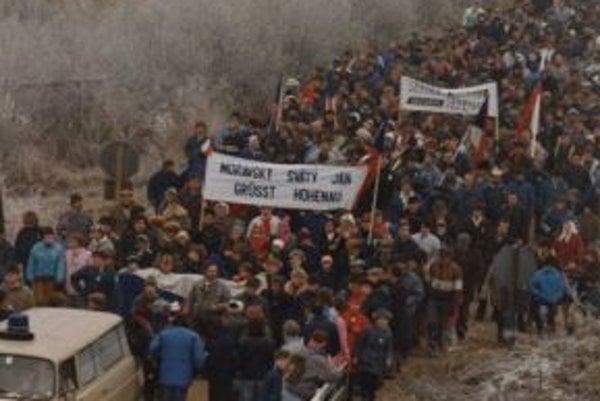 Tisíce tvárí na ceste do Európy.