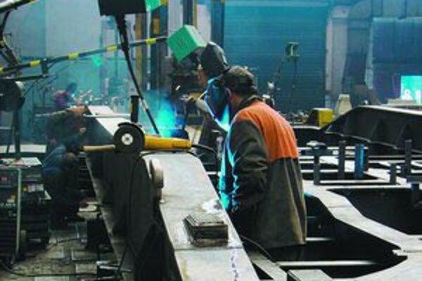 Ukrajinskí zamestnanci majú na Slovensku záujem najmä o zváračov, murárov, montérov či šičky.