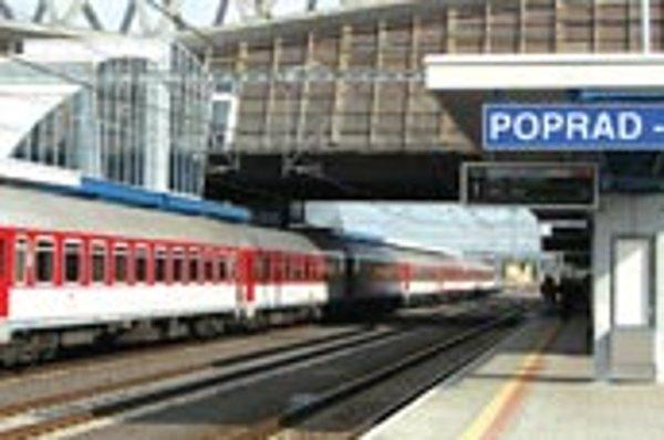 Železničná stanica v najznámejšej slovenskej turistickej destinácii dostala svoju plánovanú podobu po takmer štvrťstoročí od jej otvorenia.