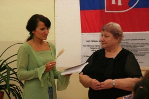 Krstná mama knihy, Ivana Potočňáková z Únie nevidiacich a slabozrakých Slovenska zaželala dielu úspešnú misiu.