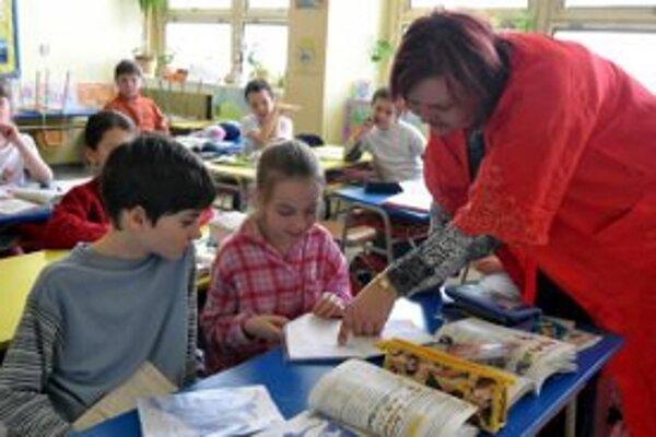 Učiteľov na Záhorí trápia nízke mzdy. Aj tu podporujú petíciu.