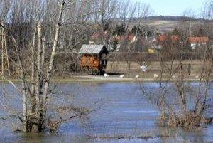 Záhorská Ves bojovala so záplavami po stáročia.