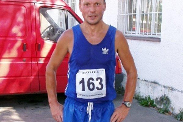Miroslav Mikula z Radošoviec. Druhý v kategórii nad 50 rokov.