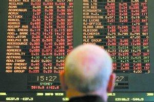 Akciové trhy v USA pokračujú v poklese. Klesá aj ochota ľudí utrácať.