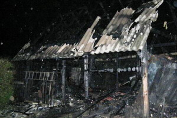 Hasičom sa podarilo uchrániť ďalšie budovy pred ohňom.