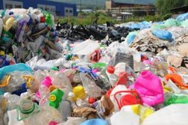 Z plastového odpadu sa bude v Senici vyrábať zložka tekutého paliva.