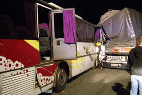 Počas noci sa pre nehodu v Brodskom jazdilo cez bývalú colnicu.