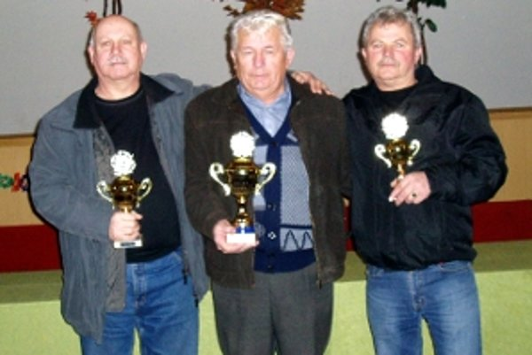Traja najlepší z Lábu, zľava druhý Zelenay, víťaz Labaš a tretí Pápež.