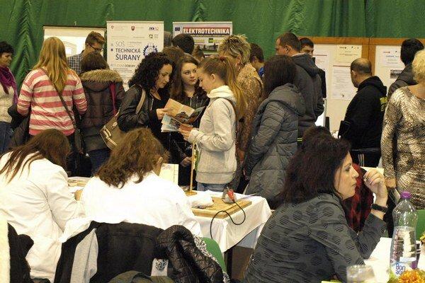 Fotogalériu z podujatia si pozrite na http://novezamky.sme.sk/c/8041697/fotogaleria-burza-prace-a-informacii-v-novych-zamkoch.html