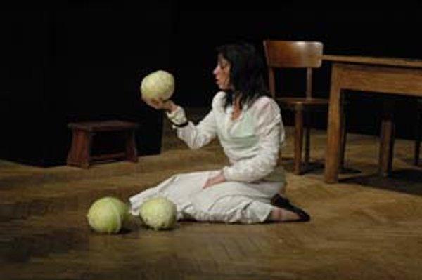 Záber z inscenácie Hany Naglik Jurgova Hana, ktorá získala Cenu za najlepšiu inscenáciu súčasnej slovenskej hry.