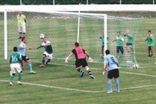 Nitra nezaváhala vo Veľkom Mederi, keď vyhrala 3:0. Takto otváral skóre Adam Morong.