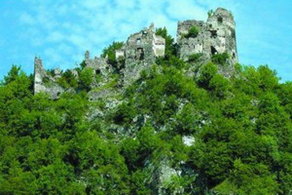 Zrúcanina Starhradu, ktorý leží neďaleko Žiliny. Nie je zapísaná do zoznamu pamiatok a jej vlastník je neznámy.