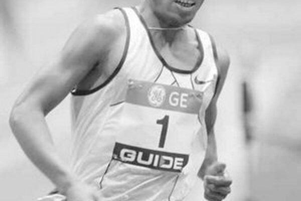 Etiópčan Kenenis Bekele počas behu na 3000 m.