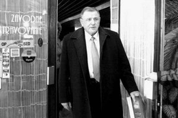 Vladimír Mečiar sa chystá do práce.