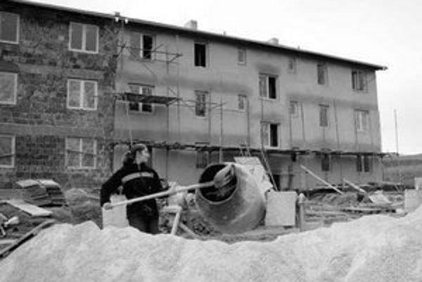 Niektorí majitelia bytov z reštitúcií nie sú schopní zaplatiť obnovu svojich domov pre nízke nájomné.