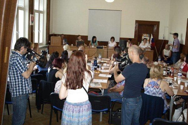Stretnutie so zamestnávateľmi na úrade práce v Nových Zámkoch.