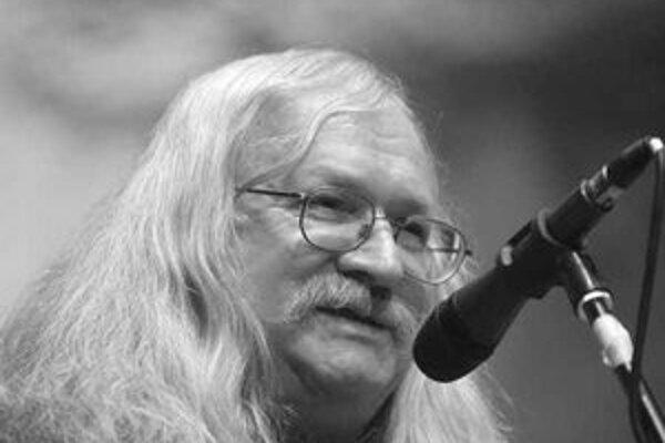 Ivan M. Jirous pri preberaní Ceny Jaroslava Seiferta.