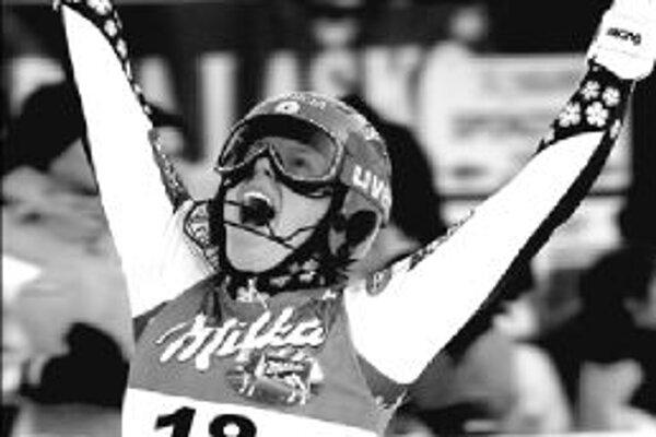 Veronika Zuzulová oslavuje 3. miesto v slalome v slovinskej Kranjskej Gore.