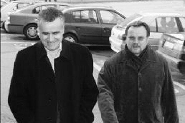 Poslanci Vladimír Palko (vľavo) a Pavol Minárik prišli na zasadnutie predsedníctva KDH spolu. Palko oznámil, že bude kandidovať za predsedu hnutia. Podporu mu zatiaľ oficiálne vyjadril iba jeden krajský predseda.
