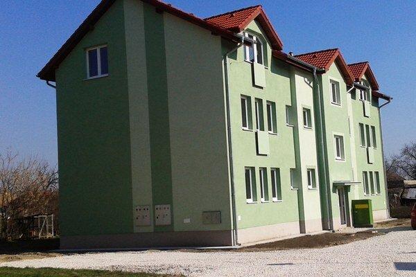 Nová bytovka v obci-
