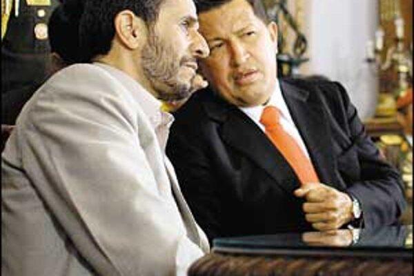"""""""Venezuela a Irán majú za úlohu šíriť revolučné myšlienky,"""" potvrdil v sobotu iránsky prezident Ahmadínedžád strategické partnerstvo štátov, ktoré patria k najvýznamnejším producentom ropy."""