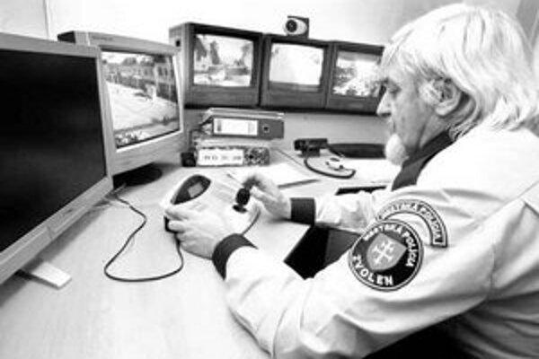 Mestskí policajti budú nosiť so sebou prístroj podobný mobilnému telefónu. Každý presun policajta softvér zobrazí na digitálnu mapu v operačnom stredisku ako pohybujúci sa svetelný bod po detailnej mape ulíc.