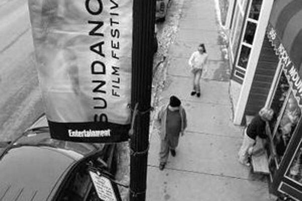 Festival v Utahu odštartuje film Chicago 10 o odpore voči vojne vo Vietname z roku 1968. Vpravo zakladateľ Redford.