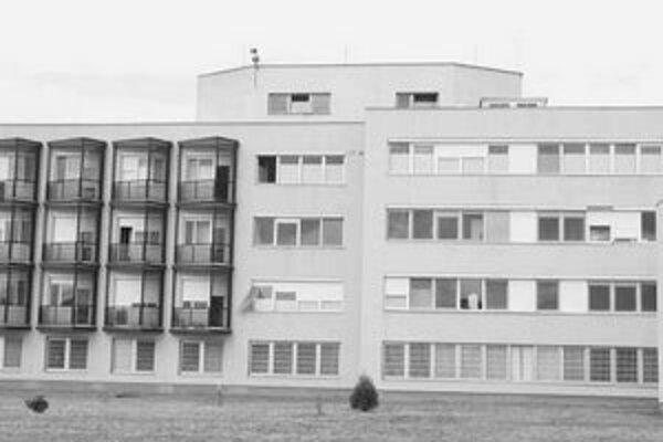 Zdravotnícka starostlivosť v topoľčianskej nemocnici sa za uplynulé tri roky zhoršila.