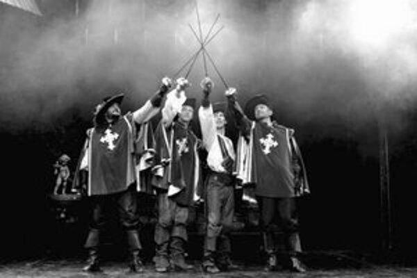 Traja mušketieri a D' Artagnan na Novej scéne.