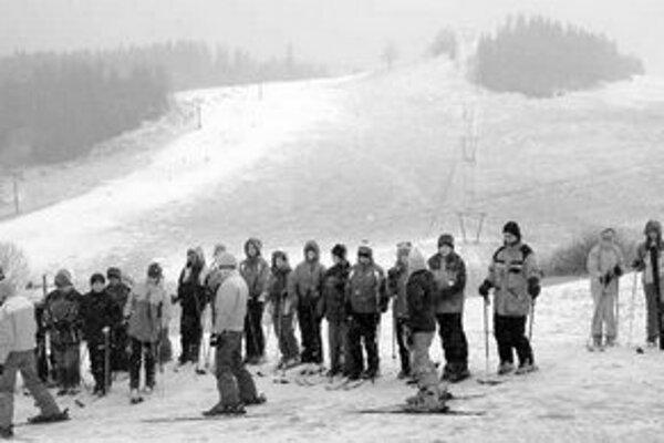 V polovici januára boli na Donovaloch lyžiarske kurzy. Snehu na zjazdovkách je všade málo.