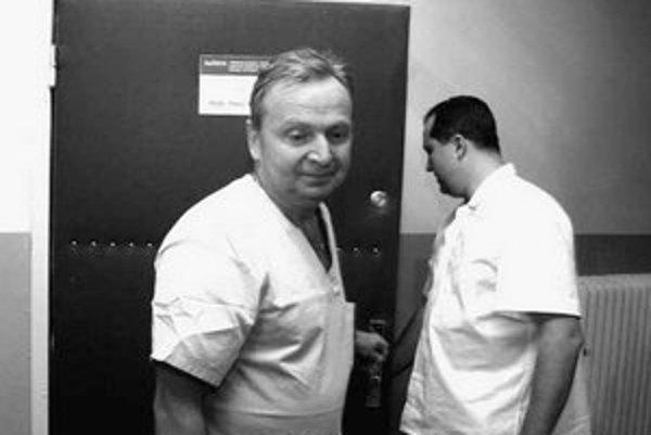 Peter Mečiar (vľavo) po operácií povedal, že predsedovi HZDS voperovali niekoľko bypassov.
