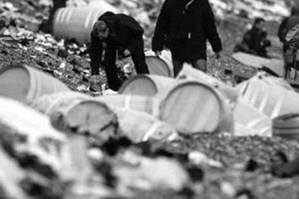 Kým miestnych potešil tovar z havarovanej lode, ochranárov znepokojovala nafta.